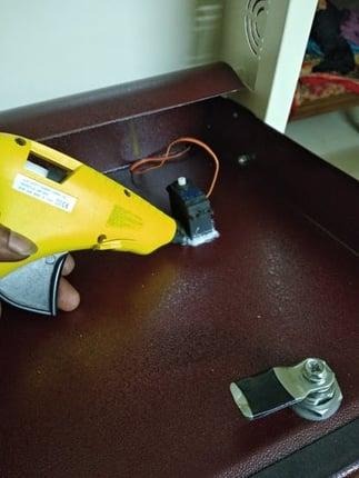 attaching servo motoe to shoe rack